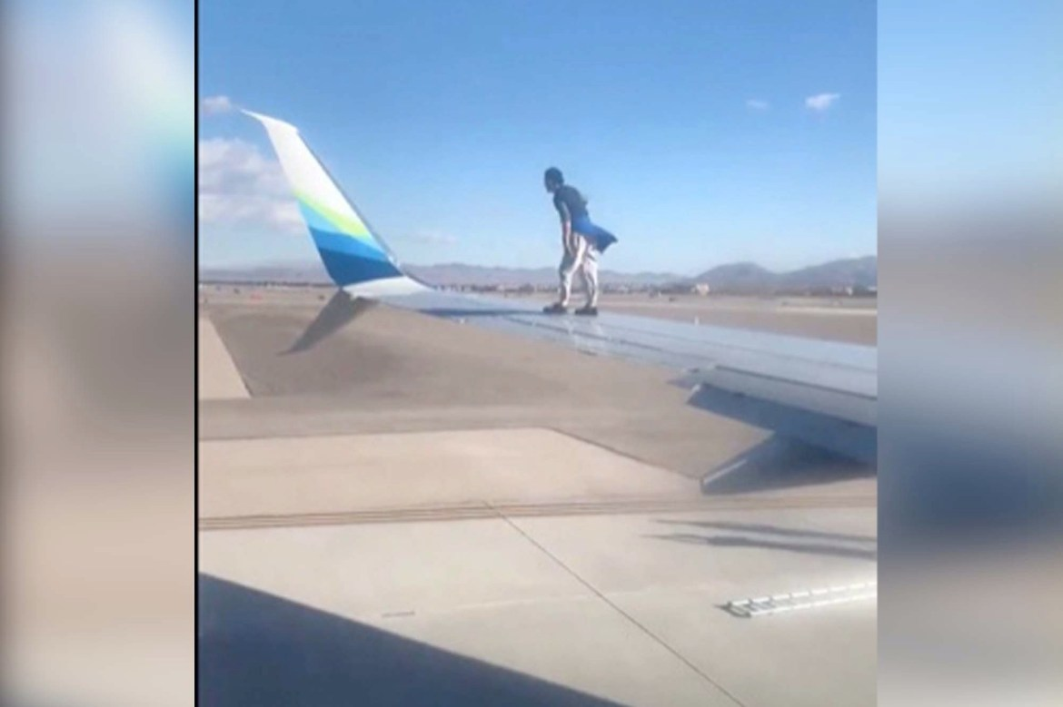 Man arrested after climbing on wing of airplane at Las Vegas airport 1
