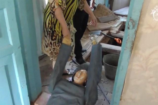 Galina Morozova shows how she hid the body