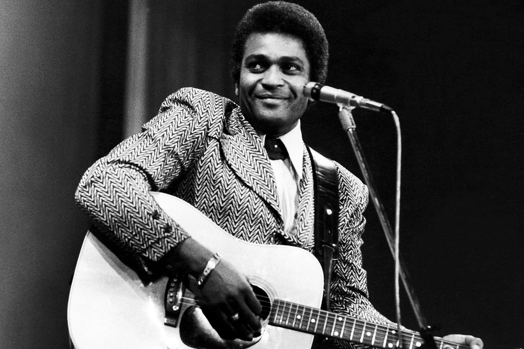 Charley Pride, 1st black country music star, dead of COVID-19 at 86