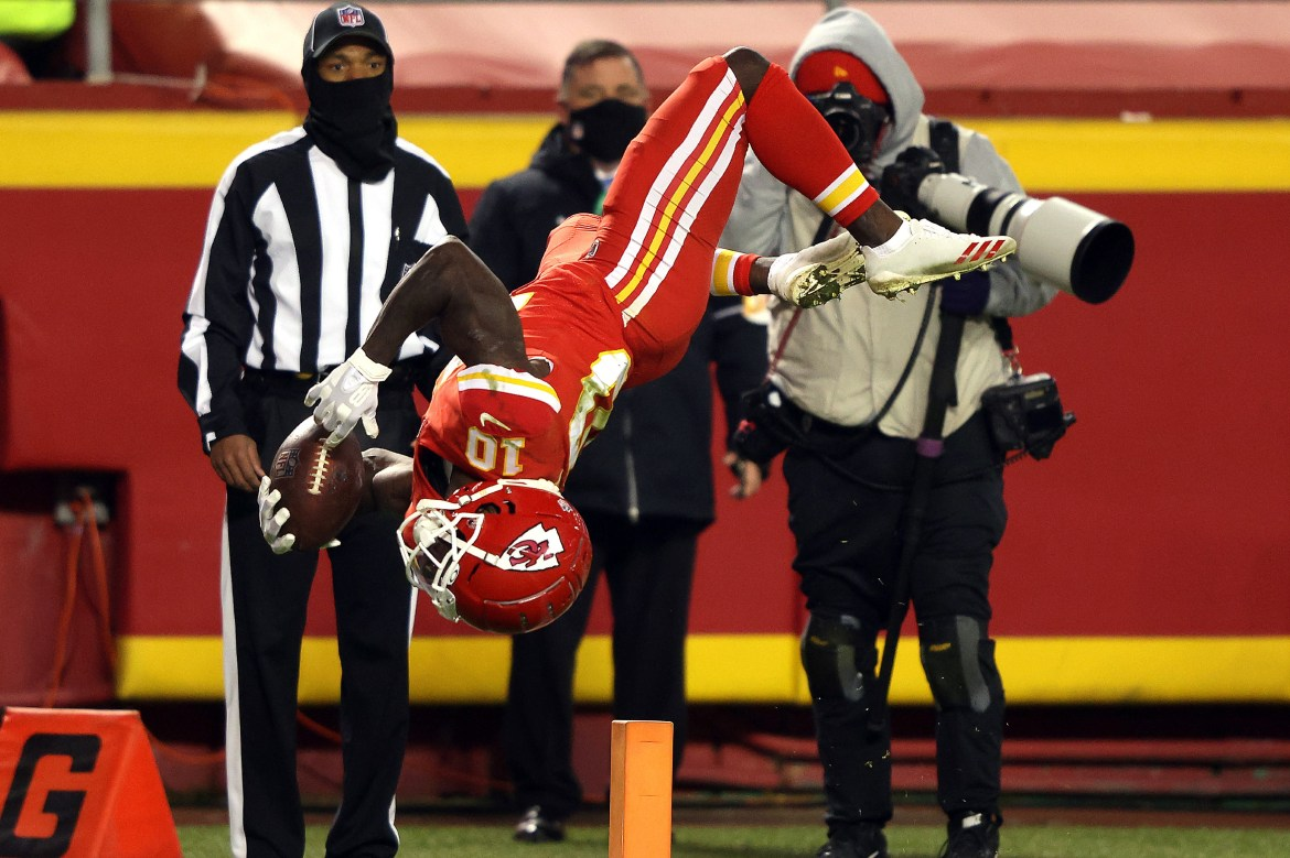 Andy Reid has a problem with Tyreek Hill's goal line backflips 1