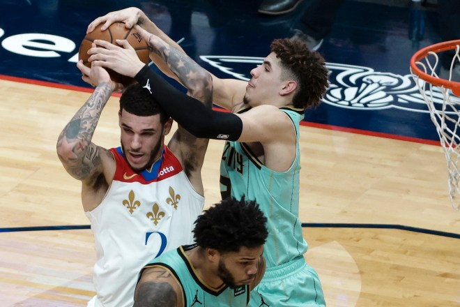 LaMelo Ball dominates vs. brother Lonzo as Hornets top Pelicans