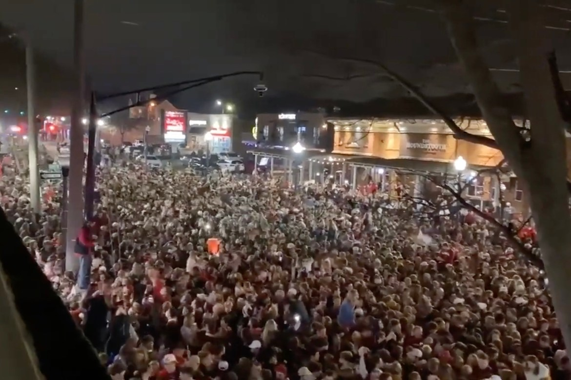 Maskless Alabama fans pack streets after national title win, ignoring COVID-19 warnings 1