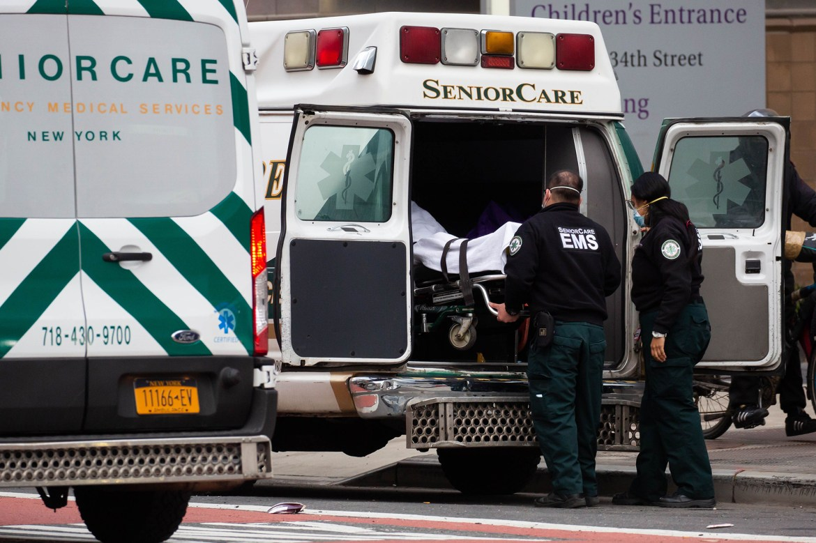 United States sets new single-day record for COVID-19 deaths 1