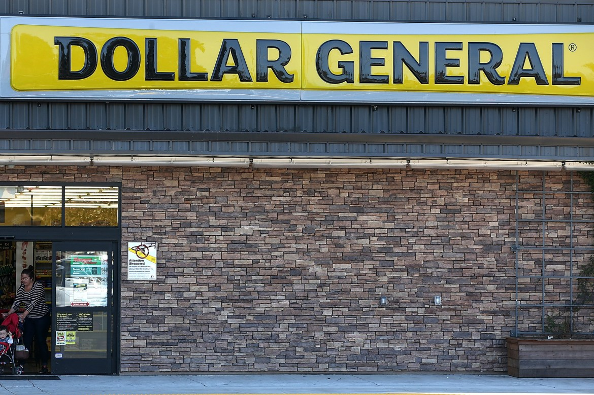 Dollar General to pay workers to get COVID-19 vaccine 1
