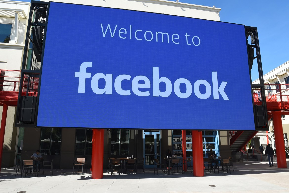 Facebook reportedly warns employees not to wear its branded gear in public 1