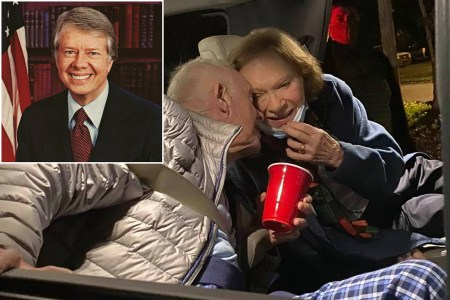 Jimmy Carter Shares New Years Kiss With Wife In Georgia