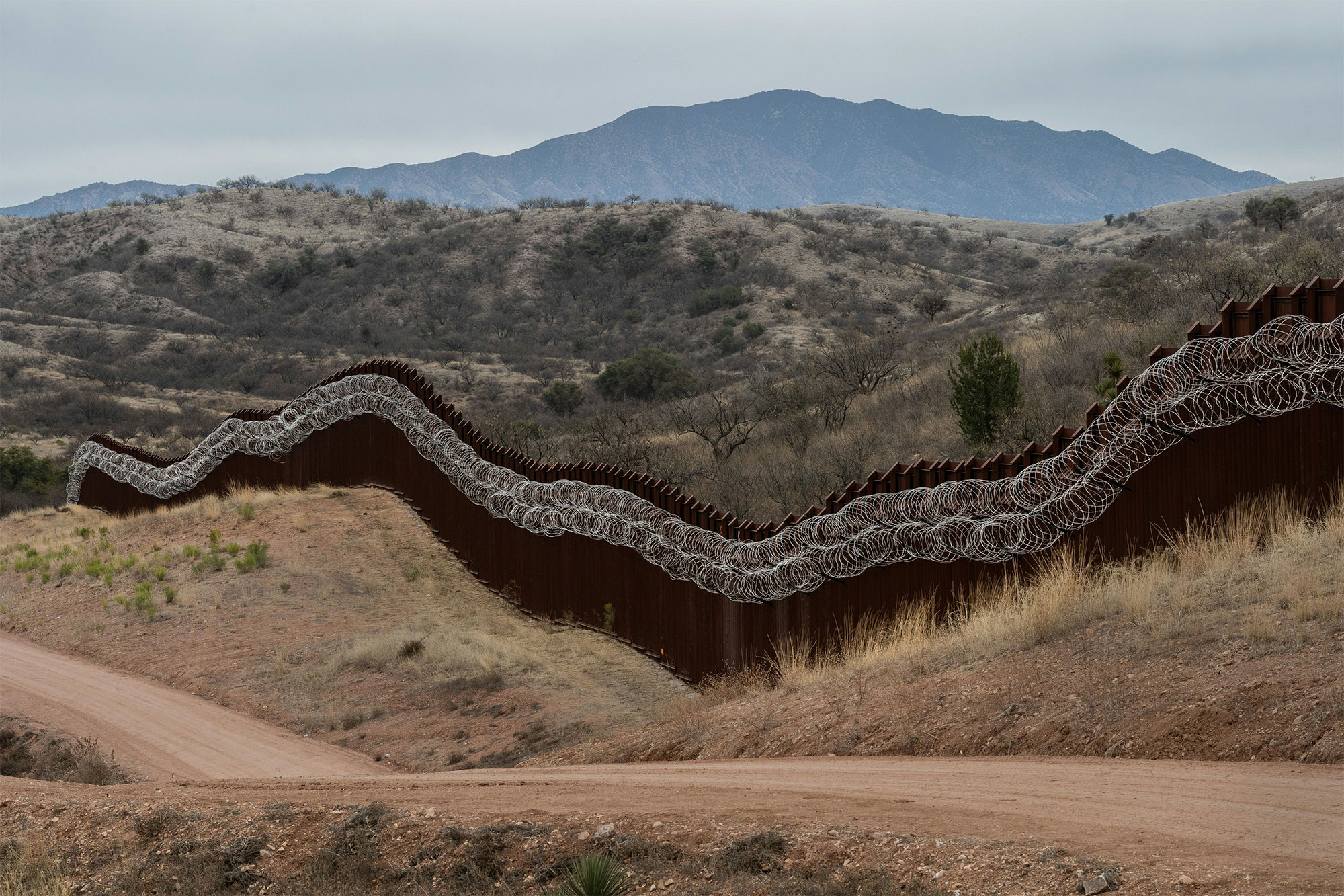 TOPSHOT-US-MEXICO-BORDER-FENCE