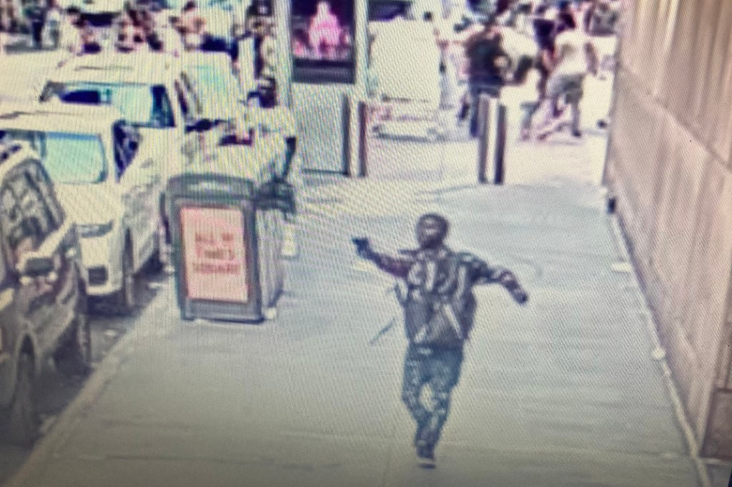 Innocent bystander shot in Times Square in broad daylight