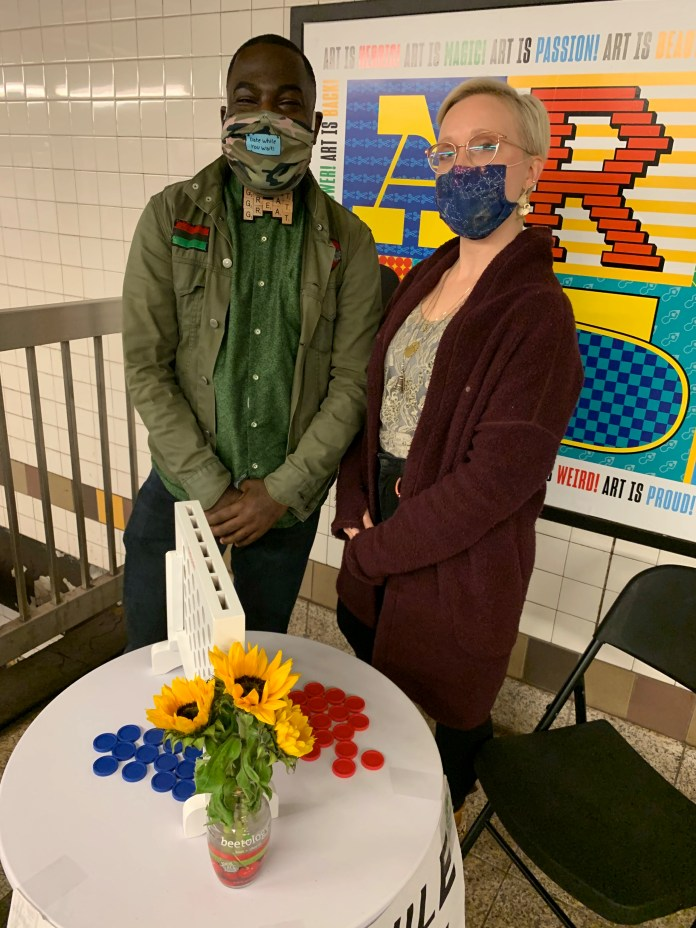 """كان نوكس يلتقي بركاب مترو الأنفاق من خلاله """"التاريخ أثناء انتظارك لمدة ست سنوات."""