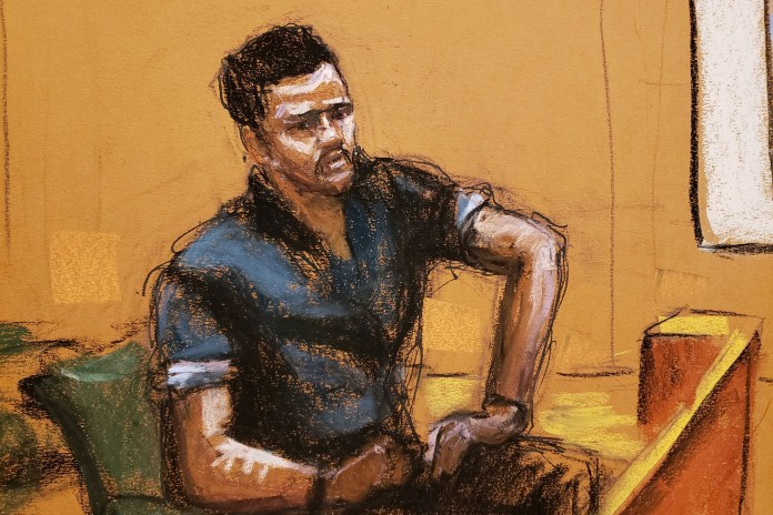 Former assistant Anthony Navarro testifies in R. Kelly's sex abuse trial at Brooklyn's Federal District Court in New York on August 20, 2021.