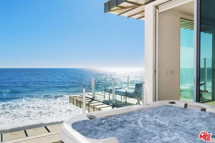 A jacuzzi overlooks the ocean.
