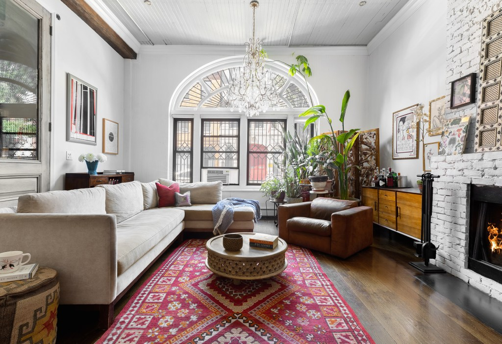 The expansive living area with 12-feet high ceilings and an arched window.
