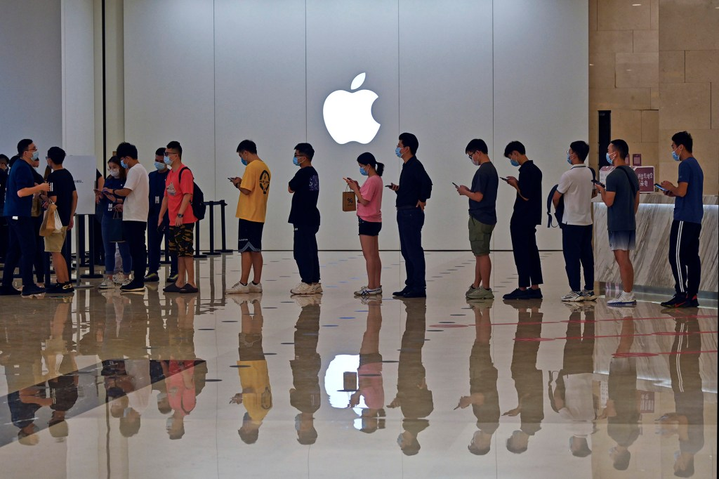 People line up at an Apple Store to buy the latest iPhone 13 handsets in Nanning in south China's Guangxi Zhuang Autonomous Region on Sept. 24, 2021.