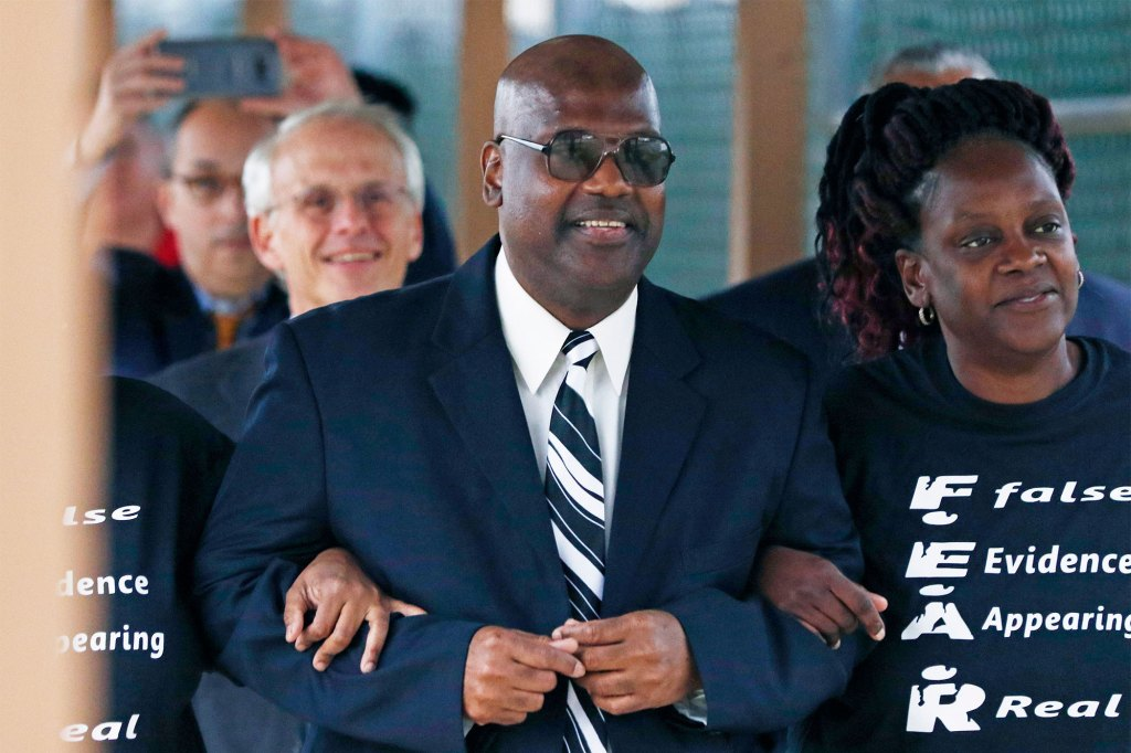 Curtis Flowers (center) was found guilty in four trials and sentenced to death before the Mississippi and US Supreme Courts reversed the decisions, releasing Flowers from prison in 2019.