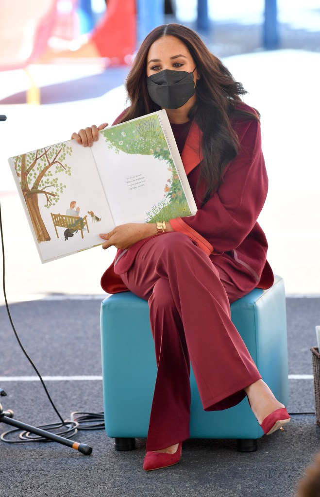"""Meghan Markle reads her book """"The Bench"""" to a group of second graders."""