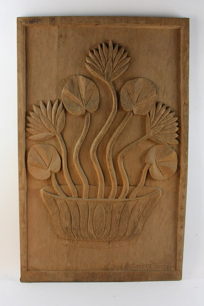 Another wood carving by Rose de Rose shows a bowl of flowers.