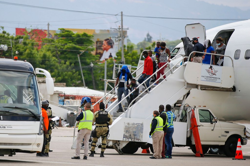 The US deported approximately 5,000 migrants, who gathered under the International Bridge in Texas, to Haiti.