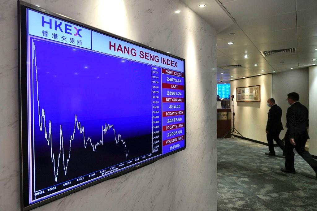 A screen displays the Hong Kong share index at the Hong Kong Stock Exchange.
