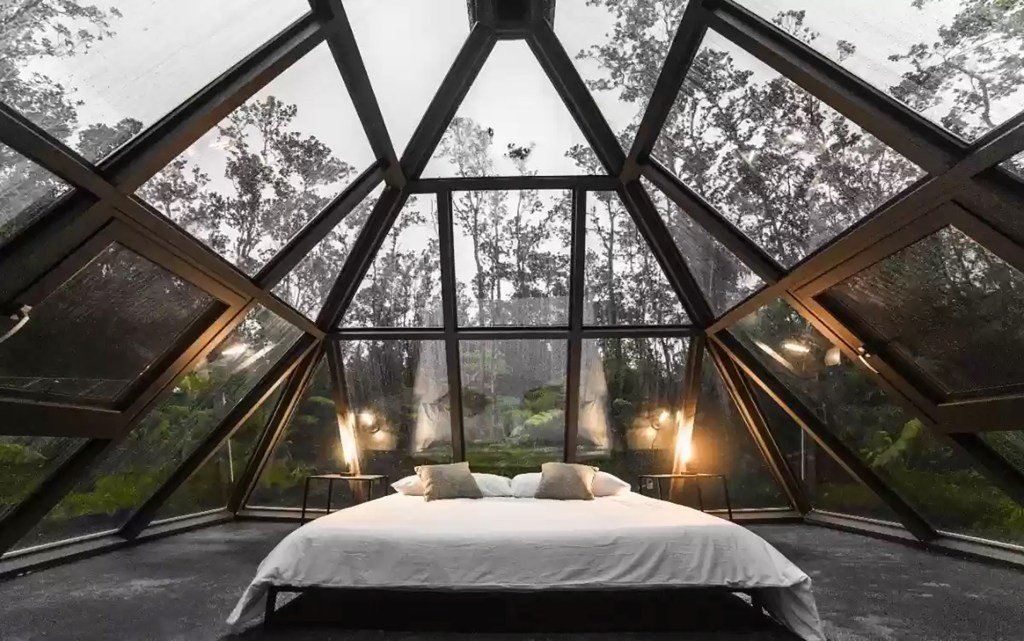The bedroom space which take most of interior is surrounded by panoramic nature views.