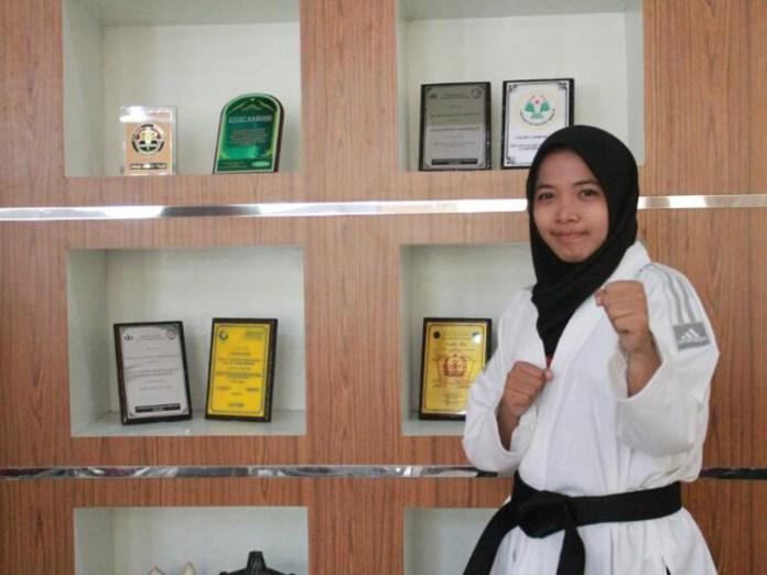 Siti Nur Halimah, Mahasiswi yang sudah memenangkan banyak ajang perlombaan karate tingkat nasional
