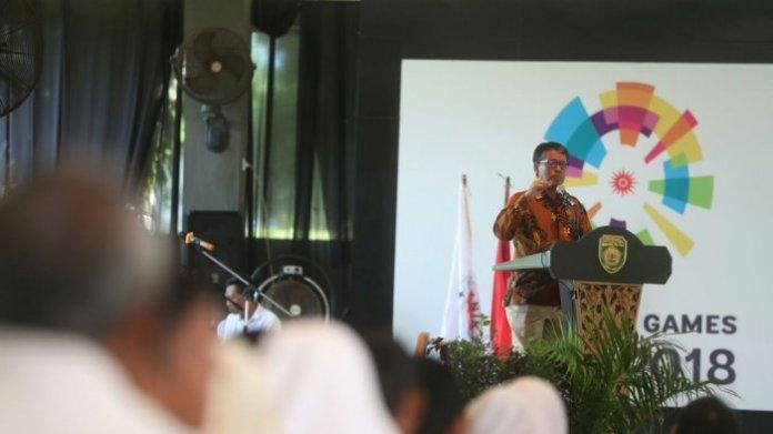 Deputi Bidang Pembudayaan Olahraga Kemenpora, Raden Isnanta memberikan kuliah umum perdana Politeknik Olahraga Indonesia (POI) di Gedung Griya Agung, Sumatera Selatan, Selasa (21/11/2017). Foto: Tribunnews