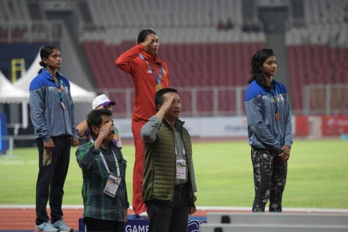 Menpora berharap Maria Londa (merah) meraih emas di Asian Games 2018. (kemenpora)