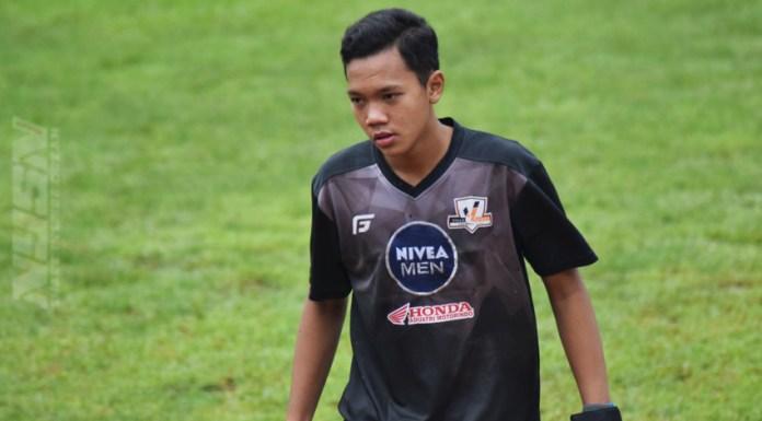 Risky muhammad Sudirman kiper villa 2000 saat tampil di Turnamen Nivea U-16. (Rizal/NYSN)
