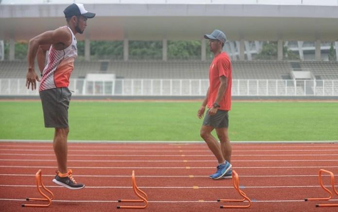 Atlet Lompat jauh Sapwaturrahman (kaos putih) akan berangkat ke AS melakukan try out dengan 12 atlet PB PASI lainnya. (Pras/NYSN)