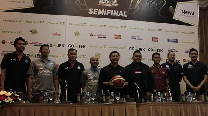 Konpres Semifinal Indonesian Basketball League (IBL) 2017-2018 yang mempertemukan empat tim. (Art/NYSN)