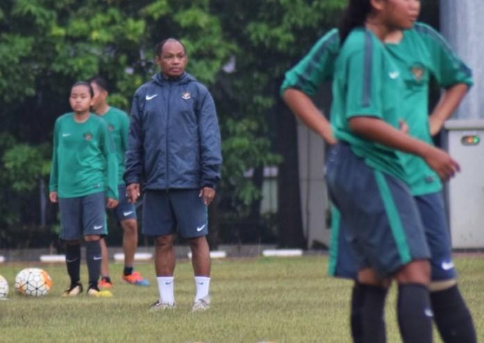 Pelatih Timnas Putri U-16, Rully Nere, masih mengusahakan kedatangan Safira Ika Putri Kartini untuk bergabung di TC Timnas Putri U-16. (Pras/NYSN)