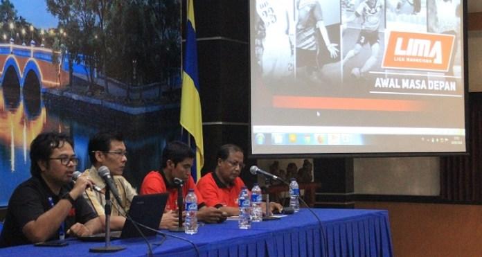Technical Meeting (TM) LIMA Badminton EJC Surabaya digelar di Aula Kahuripan Unair Lantai 3, pada Senin (19/3). (LIMA)