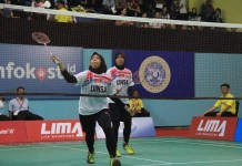 Tim putri Universitas Islam Negeri Sunan Ampel (UINSA) sukses mecuri poin dari Universitas Airlangga (Unair) pada laga perdana LIMA Badminton WJC 2018. (LIMA)