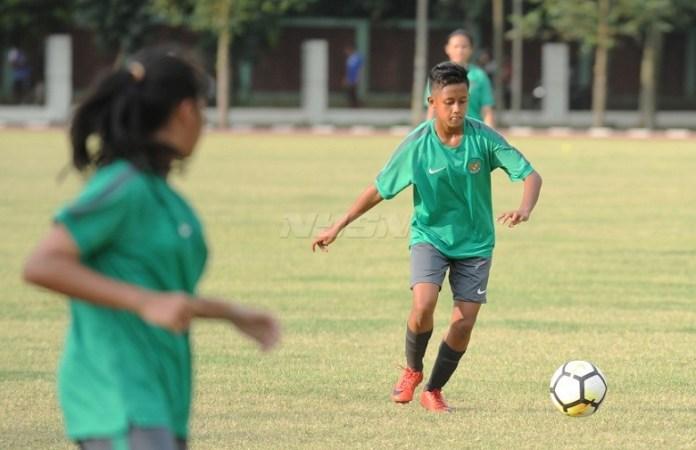 Bek Timnas Putri U-16, Jasmin Sefia, mencetak gol satu-satunya meski timnya takluk dari Thailand, di laga perdana AFF U16 Grils Championship 2018. (Pras/NYSN)