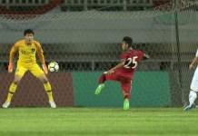 Winger Timnas U-23, Osvaldo Ardiles Haay (25), saat melakukan tendangan ke arah gawang Korea Selatan U-23, di Stadion Pakansari, Bogor, pada Sabtu (23/6). (bola.com)