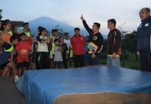 Menpora Imam Nahrawi bangga CAC di kabupaten Kuningan, Jawa Barat, fokus melakukan pembinaan cabang atletik guna melahirkan atlet nasional. (Kemenpora)