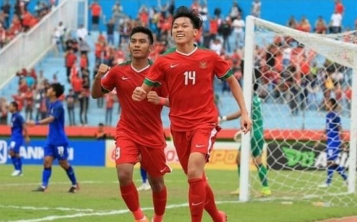 Striker Timnas U-19 Feby Eka Putra (14), merayakan kemenangan usai membobol gawang Thailand di perebutan tempat ketiga Piala AF U-18. (bolatimes.com)