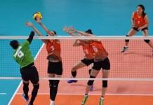 Aprilia Santini Manganang (9) dkk gagal mengunci posisi enam besar cabang bola voli Asian Games 2018. Timnas voli putri Indonesia dipaksa menyerah 1-3 dari Vietnam, pada Jumat (31/8), di Volley Indoor, Gelora Bung Karno (GBK) Senayan, Jakarta. (Riz/NYSN)