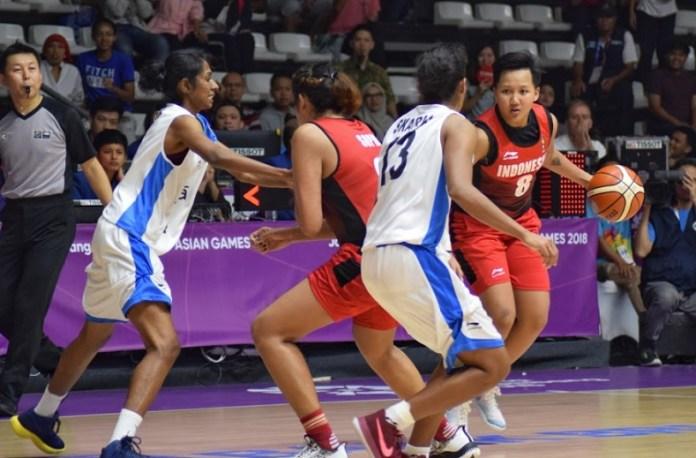 Shooting Guard Timnas Basket Putri Indonesia, Natasha Debby Christaline (8) mencetak 21 poin, saat Indonesia mengalahkan India 69-66 dalam lanjutan Asian Games 2018, di Hall Basket, Komplek Gelora Bung Karno, Jakarta, Kamis (23/8). (Riz/NYSN)