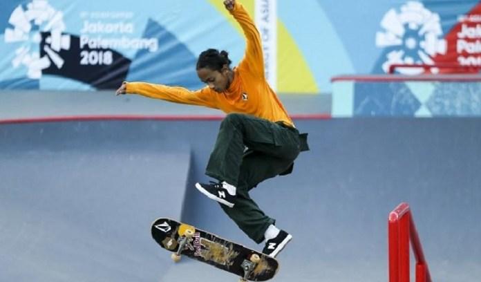 Skateboarder Indonesia berusia 16 tahun asal Bali, Sanggoe Darma Tanjung, melakukan gerakan trik, pada sesi latihan jelang Asian Games 2018, sebelum tampil di ajang kualifikasi cabor Skateboard, di Jakabaring Sport City, Palembang, pada Selasa (28/8). (tempo.co)