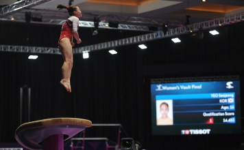 Pesenam 16 tahun asal Korea Selatan, Seojeong Yeo, menjadi yang terbaik dalam final cabor Senam Artistik nomor individual putri, kategori Meja Lompat, yang berlangsung di Hall D JIExpo Kemayoran, pada Kamis (23/8). (Pras/NYSN)
