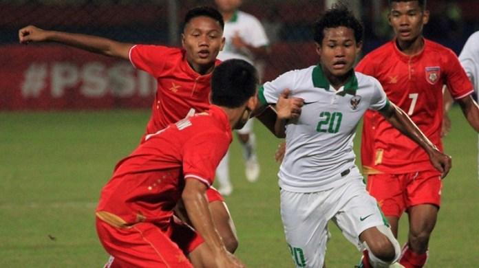 Amiruddin Bagus Kahfi (20) yang sudah mencatak 4 gol dalam Piala AFF U-16 2018, akan beradu tajam dengan striker Vietnam U-16, Dinh Thanh Trung, yang mengoleksi tiga gol, dalam laga Kamis (2/8), di Stadion Gelora Delta, Siodarjo. (goal.com)