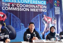 Raja Sapta Oktohari (Ketua INASGOC), Tarek Souei (CEO of APC), Adiati Noerdin (3rd Vice Chairman of INAPGOC) saat memberikan Press Conference The 6th Coordination Commission Meeting, di Hotel Grand Melia, Jakarta, Sabtu (4/8). (Adt/NYSN)
