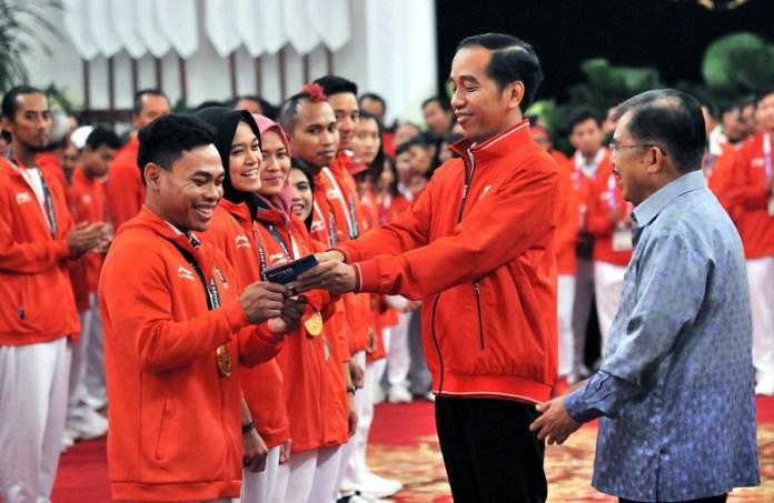 Pemberian bonus bagi atlet dan pelatih yang berperstasi di Asian Games 2018 yang langsung diberikan Presiden Joko Widodo, sebelum upacara penutupan, menjadi yang tercepat sepanjang sejarah pemberian penghargaan bagi pahlawan olahraga Indonesia. (ivoox.co.id)