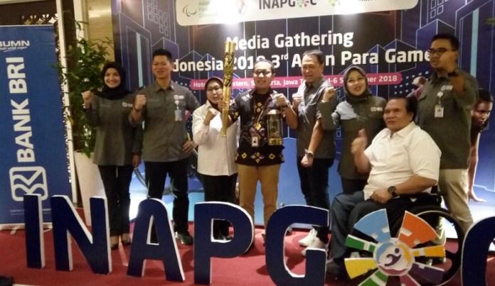 Panitia Pelaksana Indonesia 2018 Asian Para Games (INAPGOC) berpose dalam acara Media Gathering Indonesia 2018 3rd Asian Para Games, di Hotel Best Western Premier Solo, Jawa Tengah (Jateng), Selasa (4/9). (Adt/NYSN)