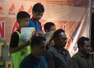 Putra Tri Ramadhani (Jawa Timur/tengah) meraih emas pada Laga final, nomor lead kategori youth C putra (usia 12-13 tahun), di Kejuaraan Nasional (Kejurnas) Panjat Tebing Kelompok Umur (KU) XIII/2018, di Kabupaten Indragiri Hulu (Inhu), Riau. Pada nomor ini, semua peserta meraih poin sama. (FPTI)