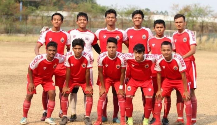 Persija Jakarta U-19 tergabung dalam Grup A dalam kompetisi Liga 1 U-19 2018, yang akan diikuti 18 tim. 18 tim tersebut ditetapkan ke dalam tiga grup, dan mulai kick-off pada Sabtu (29/9). (goal.com)