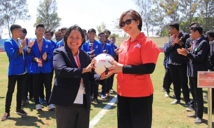 LIMA Football: McDonald's East Java Conference (EJC) 2018 akan meramaikan Stadion Gelora Brantas, Kota Batu, Jawa Timur, pada 9-15 September 2018. Enam Universitas turut meramaikan kompetisi sepak bola tahunan antarmahasiswa ini. (LIMA)