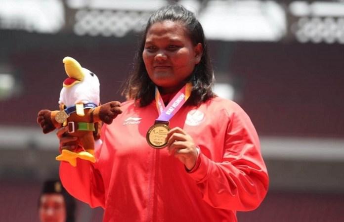 Suparniyati, atlet tolak peluru putri kategori F20 (keterbatasan kecerdasan/IQ), sukses menggenggam medali emas Asian Para Games 2018. Namun, wanita kelahiran Riau, 18 Agustus 1993 itu gagal memecahkan rekor. (Kemenpora)
