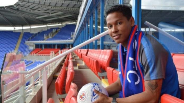 Satu lagi pemain Belanda berdarah Indonesia, menyatakan bersedia membela Timnas Sepak Bola Indonesia. Ia adalah Darren Sidoel, pemain 20 Tahun yang saat ini membela klub Liga Inggris, Reading. (readingfc.co.uk)