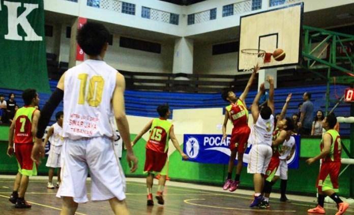 Eks pebasket Nasional, Cokorda Raka Satrya Wibawa bersama ASW (All Star Winners) siap menggelar turnamen bola basket antar SMA (putra putri) tingkat nasional Kadispora Cup 2018, di GOR Ngurah Rai, Denpasar, Bali, pada 22 - 28 Oktober 2019. (ilustrasi)